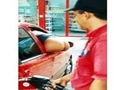 Enlace a Cosas que pasan en una gasolinera