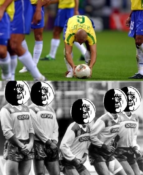 Oh_god_why - Cada vez que Roberto Carlos lanza una falta