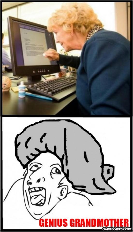 Otros - Señora mayor usando el ordenador