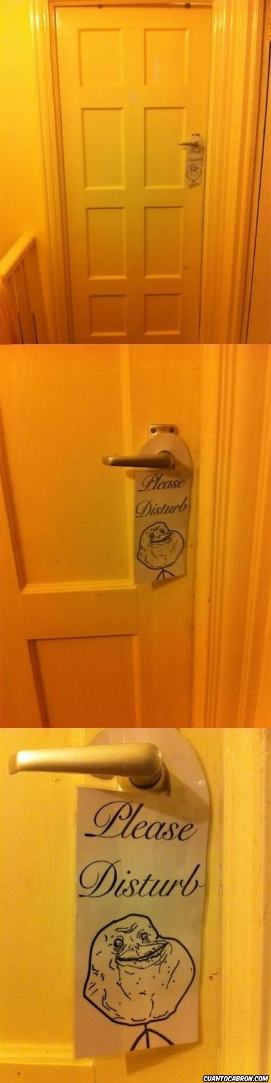 disturb,forever alone,habitación,hotel,moltestar,please