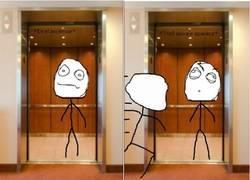 Enlace a Trolls fétidos en el ascensor