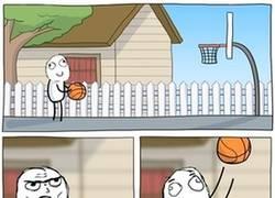 Enlace a Baloncesto surrealista y troll