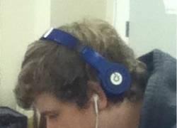 Enlace a Escuchando música geniusmente