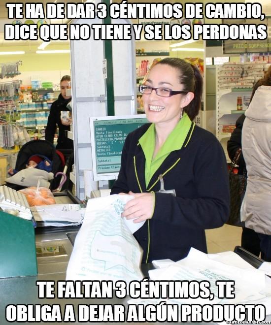 Meme_otros - La cajera troll, presente en todos los supermercados del mundo