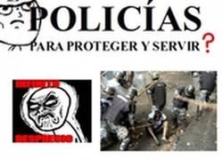 Enlace a Policias, ¿para proteger y servir?