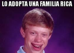 Enlace a Lo adopta una familia rica