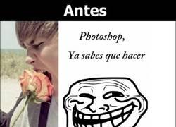 Enlace a ¡Y aquí tenemos el montaje de Photoshop de la foto de Justin Bieber y la rosa!