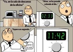 Enlace a No te fíes del reloj del microondas, te trolleará siempre