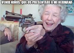 Enlace a La hermana de la abuela amenazas
