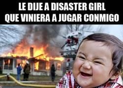 Enlace a El Niño malvado le gasta una broma a Disaster Girl