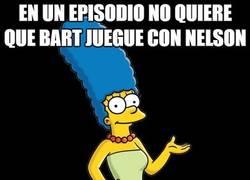 Enlace a Marge Simpson y su bipolaridad hacia Nelson
