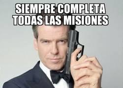 Enlace a James Bond sí que disfruta de su trabajo