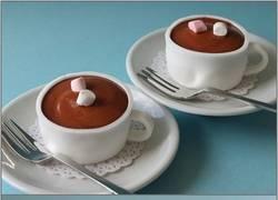 Enlace a Por alguna razón, al beber una taza de chocolate, me llené la cara de pastel...
