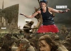 Enlace a Cuando Justin Bieber ataca la Tierra Media, sólo Légolas puede salvarla