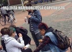 Enlace a Revolucionarios en contra del capitalismo. ¡Menuda doble moral!