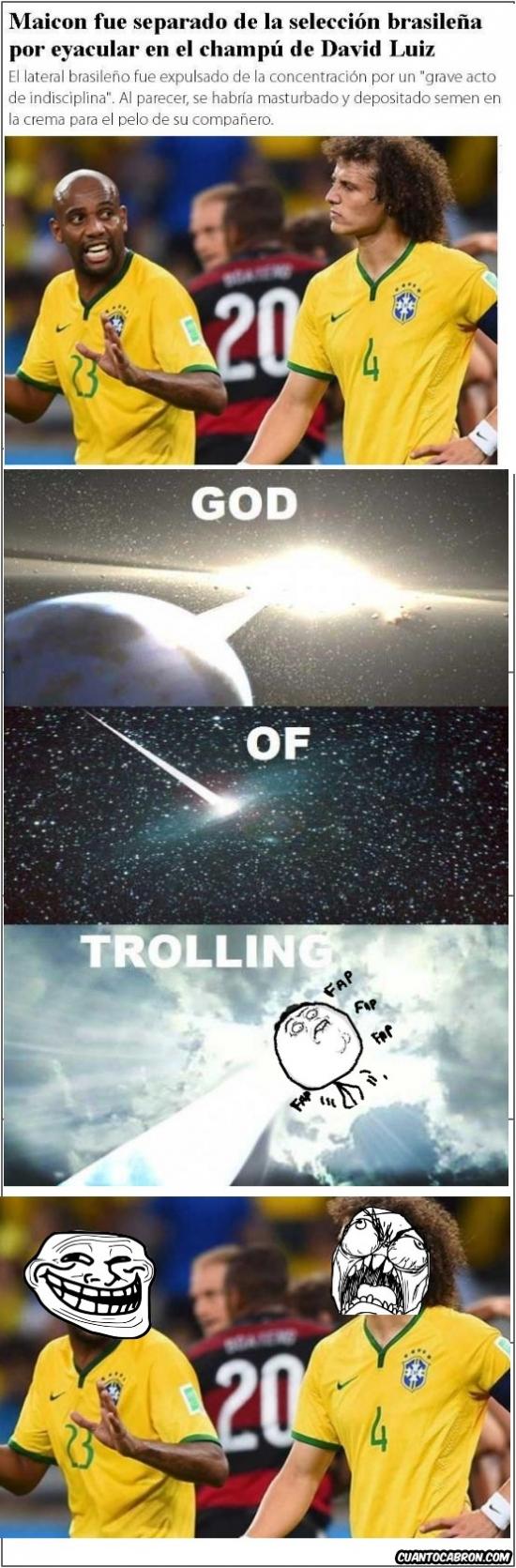 Trollface - Uno no puede estar tranquilo sin trolls ni en su propio vestuario