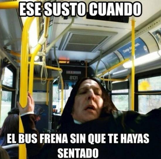 Meme_otros - El conductor de autobús y su master en frenazos