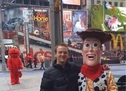 Enlace a Woody ha partido el corazón de Elmo