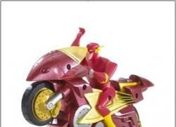 Enlace a Flash con una moto es igual de inútil que Superman con un avión