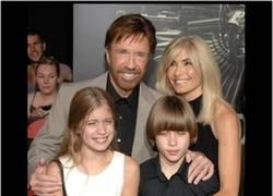 Enlace a La hija de Chuck Norris y sus horrendos parecidos