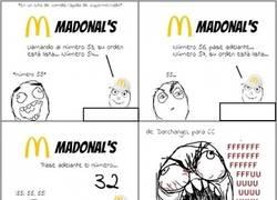 Enlace a Esperando tu comida en el restaurante de comida rápida