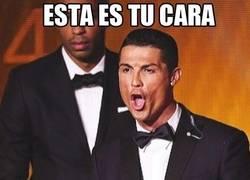 Enlace a Cristiano Ronaldo y su careto en la gala del Balón de Oro dan para meme
