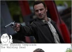 Enlace a Alguien debería hacer algo con la barba de Rick en The Walking Dead