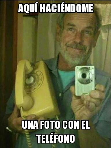 Meme_otros - Mi abuelo ha oído que está de moda hacerse fotos con el teléfono