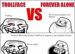 Enlace a Combate entre Trollface y Forever Alone de final impredecible