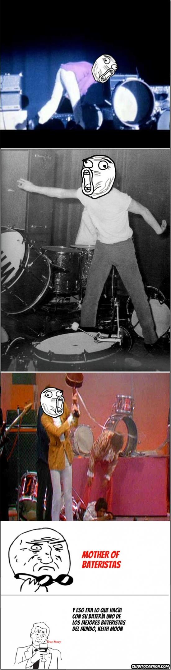 Mother_of_god - No solo los guitarristas tenían su lado destroyer encima del escenario
