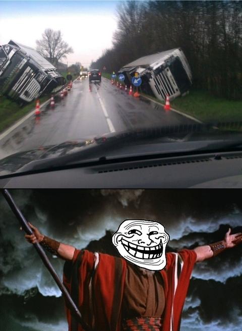 Trollface - Los poderes de Moisés también se actualizan a los tiempos modernos