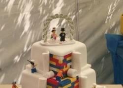 Enlace a La tarta que todo fan de Lego desearía para su boda