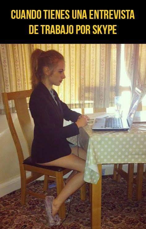 Meme_otros - La seriedad cuando tienes una entrevista de trabajo por Skype