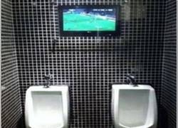 Enlace a Por eso nunca existieron las teles en los baños de hombres