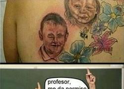 Enlace a Piensa mucho antes de hacerte un tatuaje de tus hijos... te puede quedar algo así