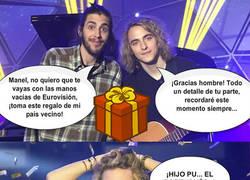 Enlace a El regalo de Salvador Sobral a Manel Navarro para que recuerde su paso por Eurovisión...
