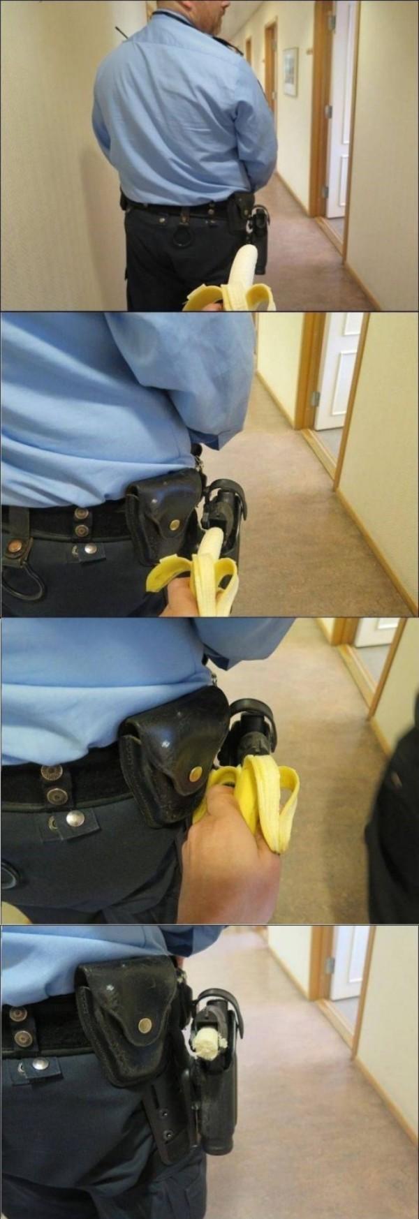 Trollface - El mayor troleo que le puedes hacer a un policía que está de espaldas