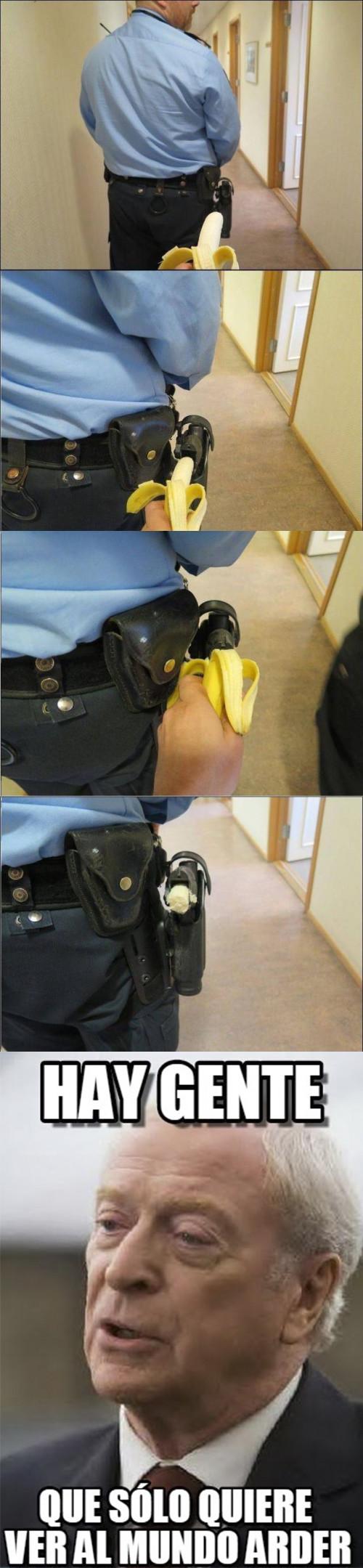 Meme_otros - Armando al policía con una poderosa arma
