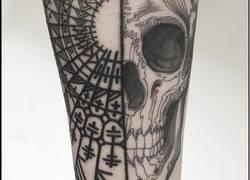 Enlace a Este hombre hace tatuajes gratis en cualquier parte del cuerpo mientras sea sorpresa