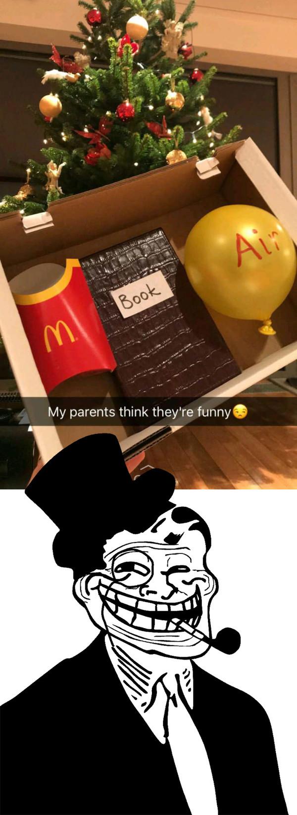 Meme_otros - Troleada épica a esta chica en el día de Navidad con este regalo