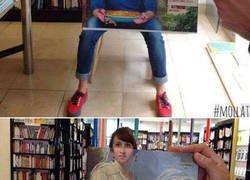 Enlace a Aprovechando la portada de un libro para echarse la foto perfecta
