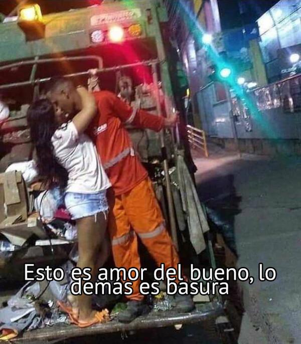 Meme_otros - El amor está en el aire, pero camuflado