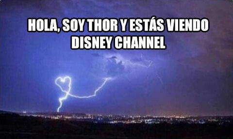Meme_otros - Hola soy el Dios del trueno y estás viendo Disney channel