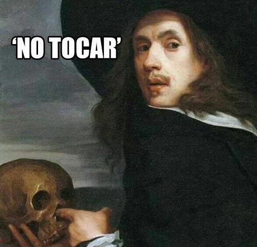 Meme_otros - Cuando estás en un museo y pone 'no tocar'