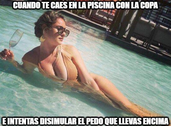 Meme_otros - No es buena idea meterse en la piscina mientras bebes...