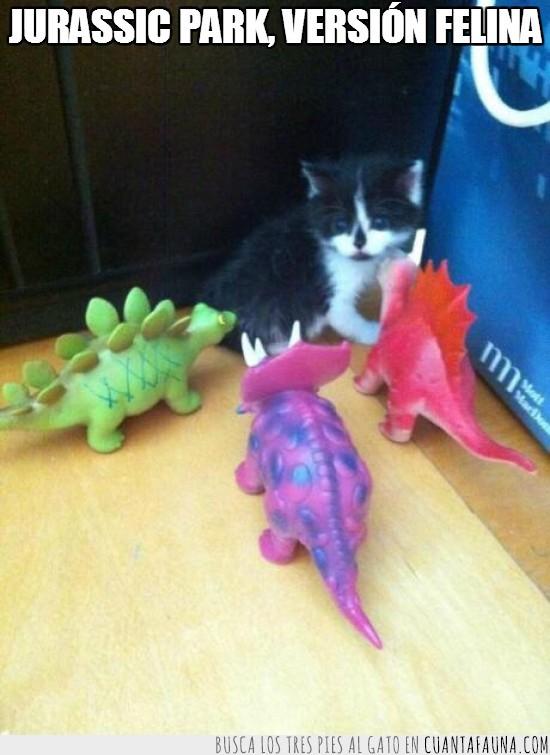 dinosaurio,gatito,juguetes,jurassic park,muñecos