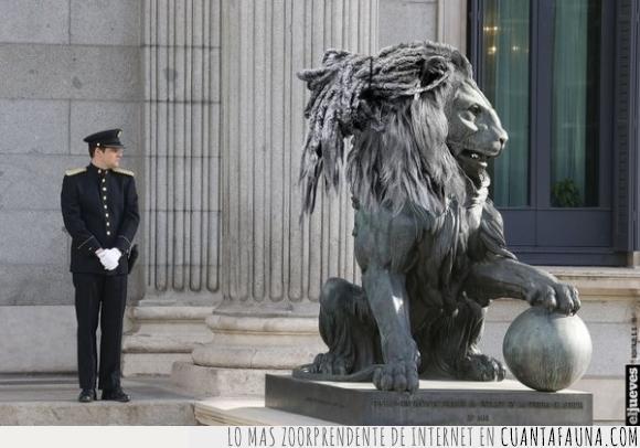 Alberto Rodriguez,casta,congreso,estatua,figura,leon,podemos,rasta