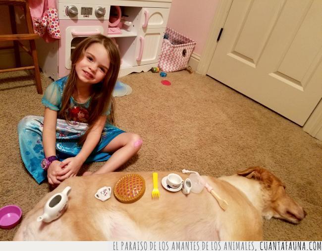 cerámica,cubiertos,juego,juguetes,mesa,niña,perro,tarta,tazas,té,tetera