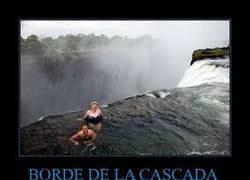 Enlace a BORDE DE LA CASCADA