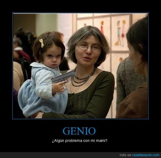 madre,niña,pistola